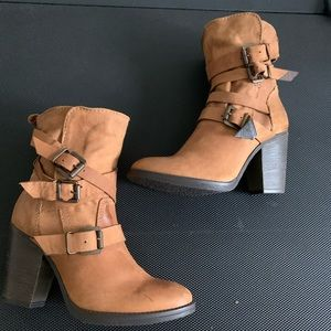 Steve Madden Yale Leather Strapy Buckle Ankle Boot